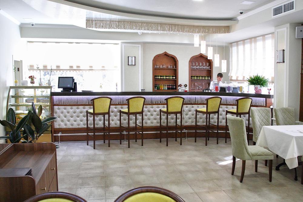 To open a restaurant in cipressa